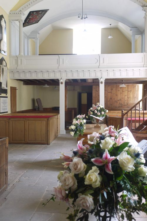 East Church, Cromarty with wedding flowers
